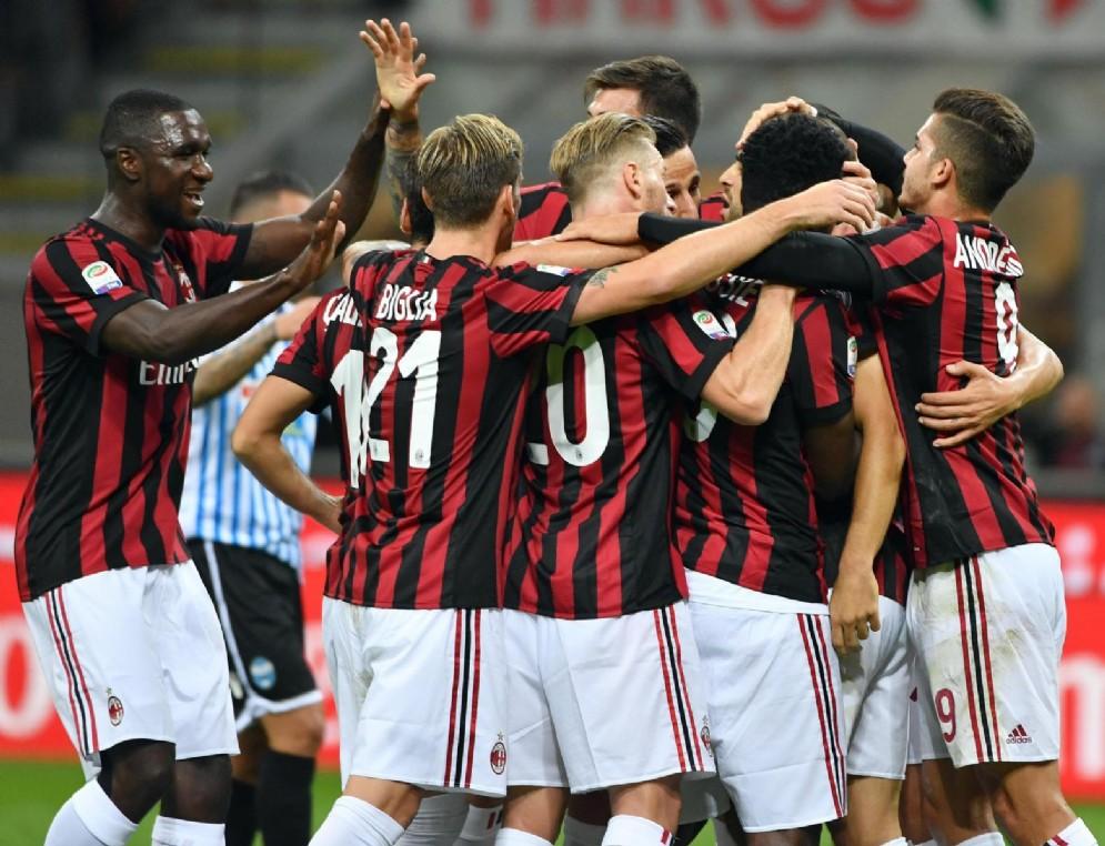 L'esultanza del Milan dopo il 2-0 alla SPAL