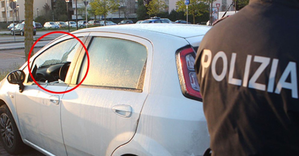 Il ladro ha infranto il vetro e rubato all'interno dell'abitacolo (Immagine archivio)