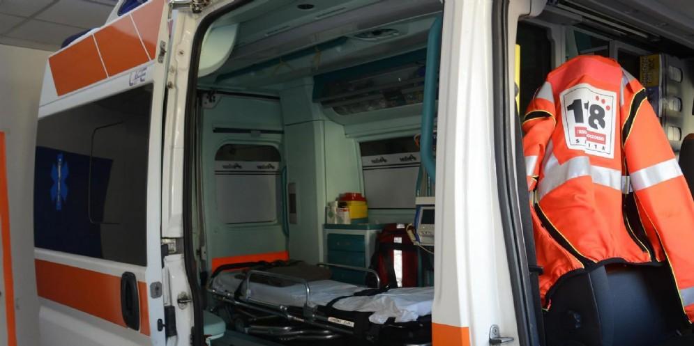 L'ambulanza ha portato lo scooterista all'ospedale