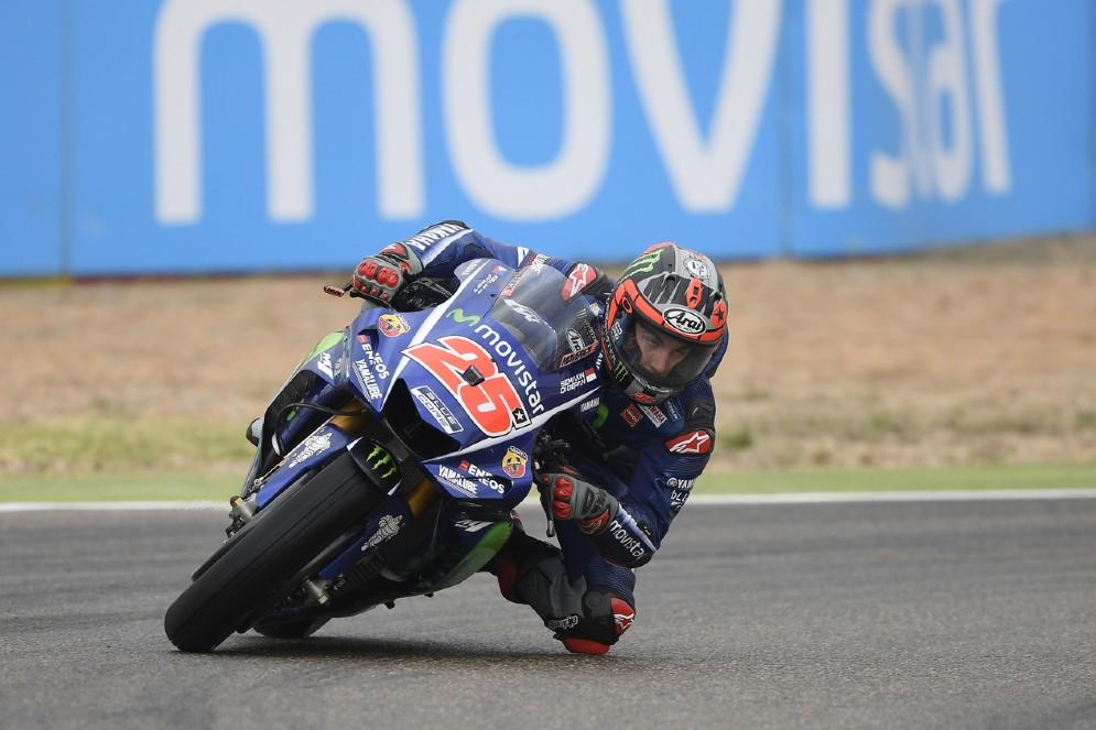 Maverick Vinales in azione sulla sua Yamaha nelle prove libere al Motorland