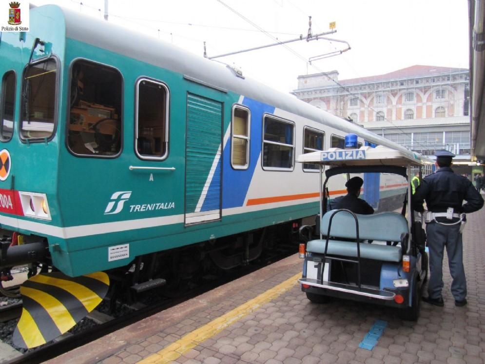 Agenti della polizia ferroviaria di Torino