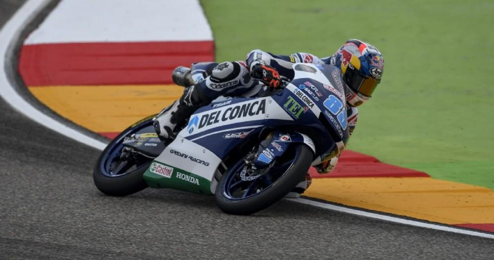 Jorge Martin in azione sulla sua Honda nelle qualifiche di Moto3
