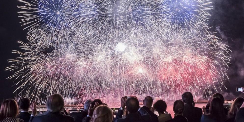 Fuochi d'artificio per i 400 ospiti della serata dedicata agli espositori del Salone nautico di Genova