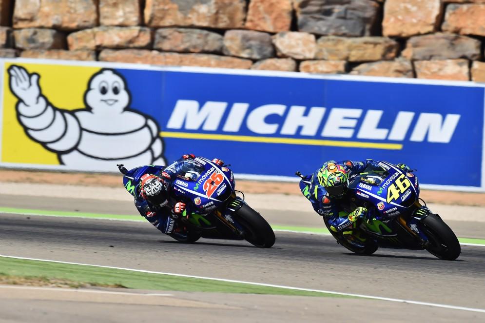 La lotta diretta tra le due Yamaha di Rossi e Maverick Vinales