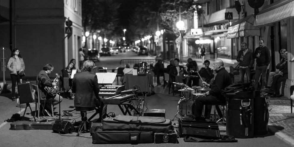 Jazz al limite, con l' U.T. Gandhi Trio