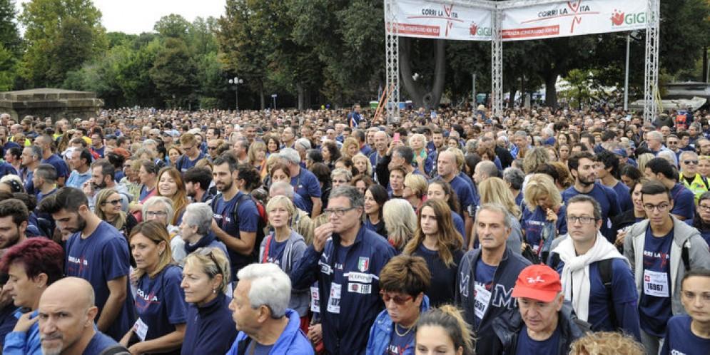 Corri la Vita, l'onda blu dei 30 mila a Firenze