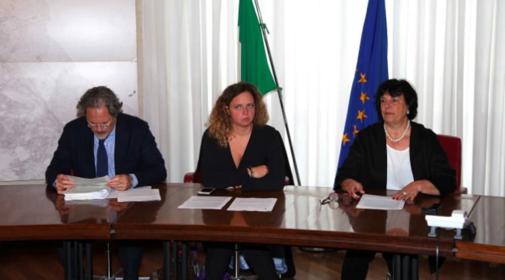 Gli assessori ai Lavori pubblici Elisa Lodi e all'Urbanistica e Ambiente Luisa Polli con il direttore dell'Area Lavori pubblici Enrico Conte