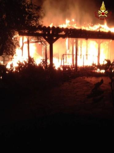 L'incendio in un casolare a Paracleto di Montemerano