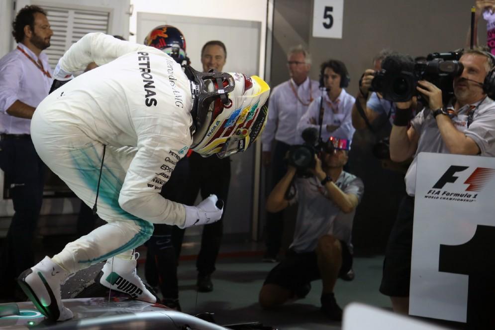 Lewis Hamilton festeggia la sua ultima vittoria a Sepang