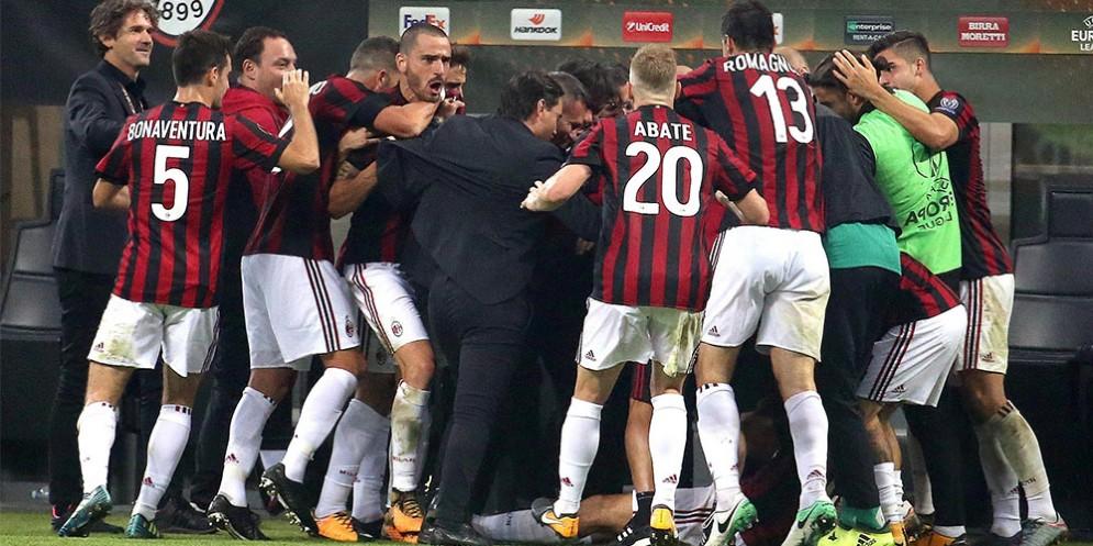 La pazza gioia dei rossoneri dopo il gol vittoria di Cutrone