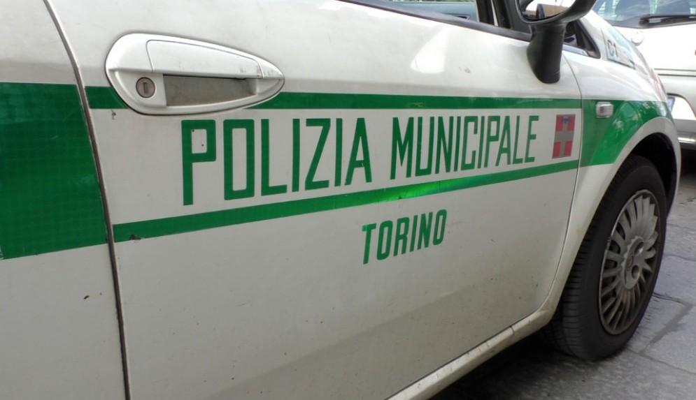 Sul posto è intervenuta la polizia municipale