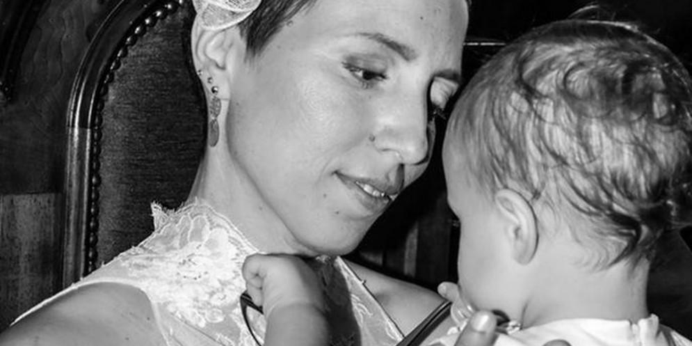 Mamma muore di tumore, l'ultimo gesto d'amore. Alla figlia 18 anni di regali