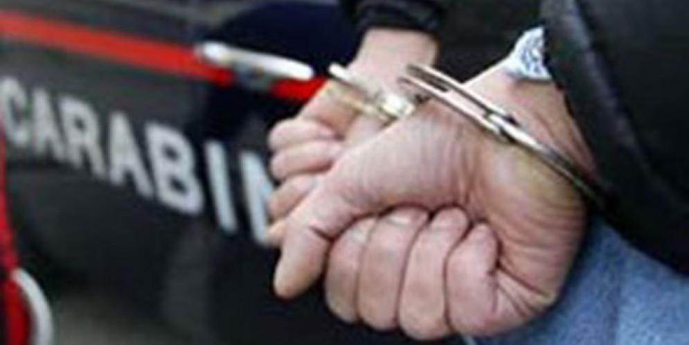 Pregiudicato evade dai domiciliari, arrestato dai Carabinieri