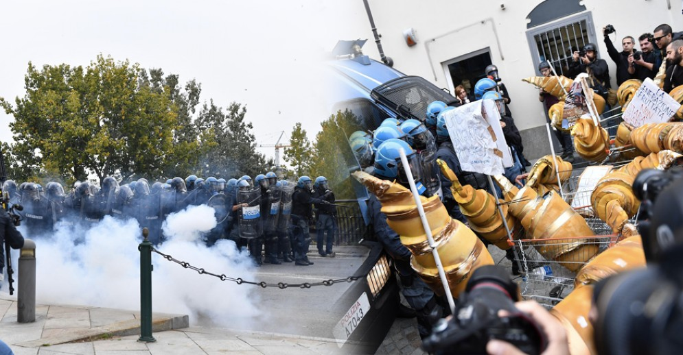 La polizia carica i manifestanti anti G7 (© ANSA)