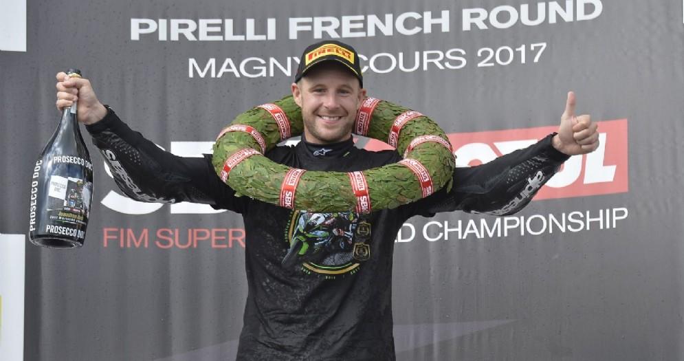 Jonathan Rea sul gradino più alto del podio in Francia