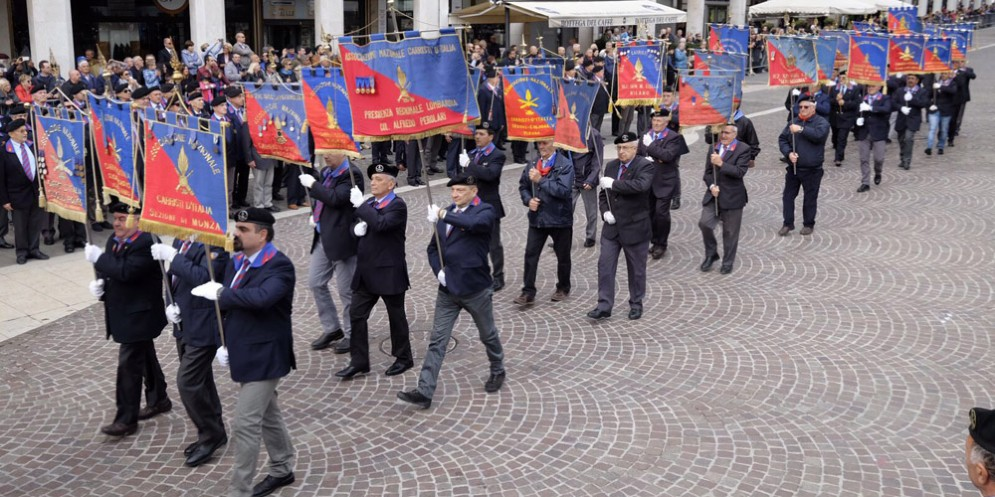 """Dopo il raduno dei carristi a Pordenone: Serracchiani, """"forte la collaborazione tra il Fvg e l'Esercito"""""""