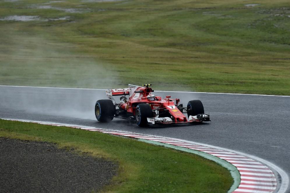 Il giro d'installazione della Ferrari di Kimi Raikkonen sul bagnato del pomeriggio