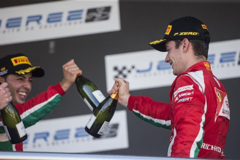 I due piloti del team Prema, Leclerc e Fuoco, insieme sul podio di Jerez
