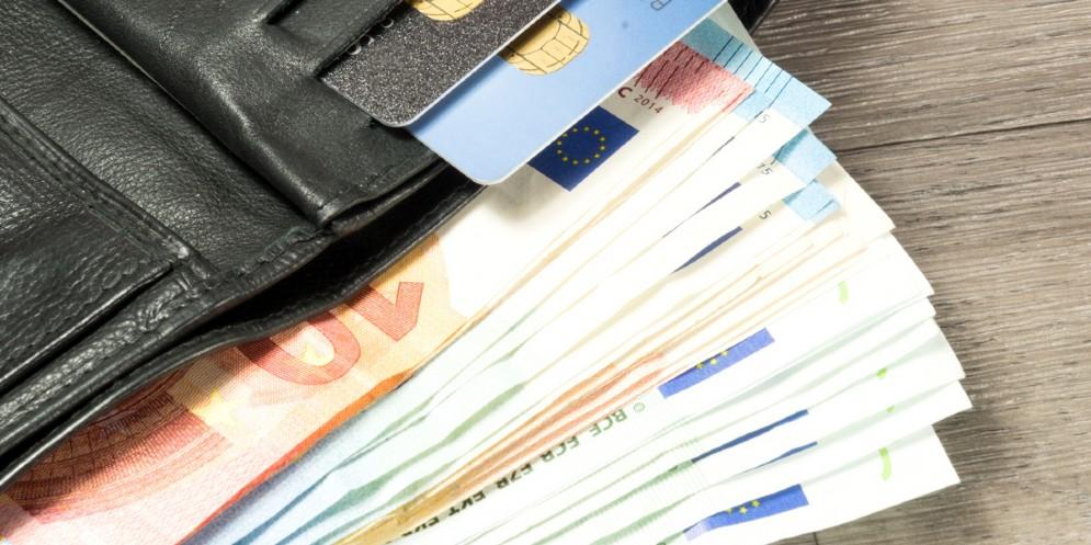 Trovano un portafogli con 20 mila euro e lo restituiscono: il bel gesto di due 14enni