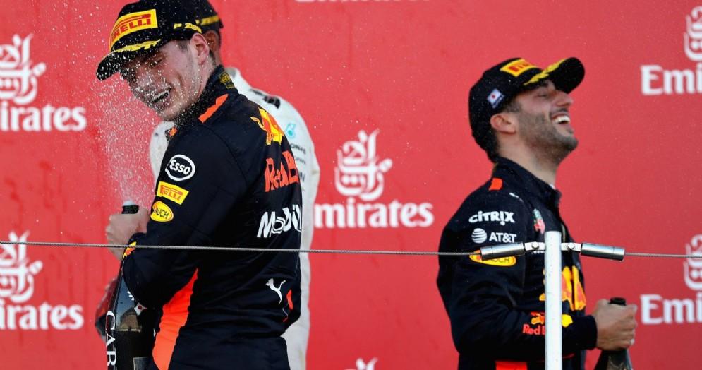 Max Verstappen e Daniel Ricciardo sul podio del GP del Giappone