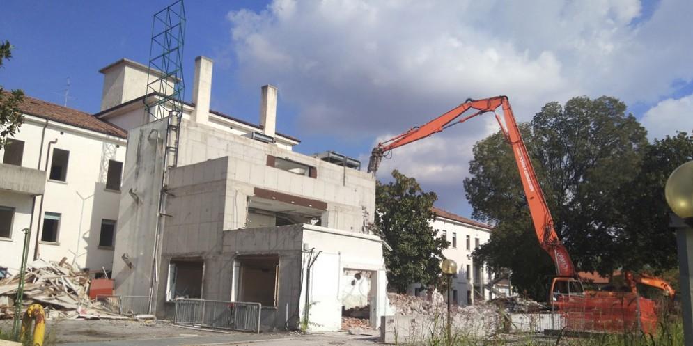 Giù il vecchio ospedale di Palmanova: al suo posto 40 appartamenti e servizi socio-sanitari