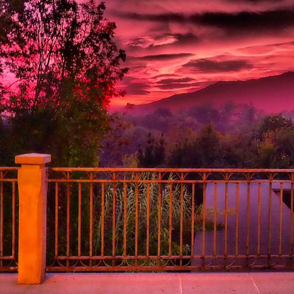 Spettacolare tramonto rosa al Piazzo