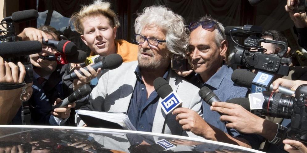 Beppe Grillo attacca Matteo Salvini, colpevole di aver sostenuto il Rosatellum.