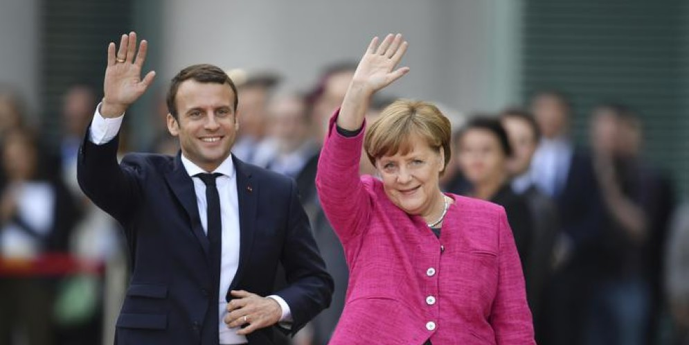 Emmanuel Macron con Angela Merkel