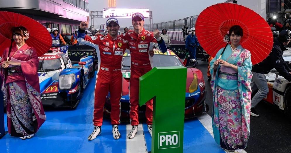 Alessandro Pier Guidi e James Calado festeggiano la vittoria in classe Gte-Pro