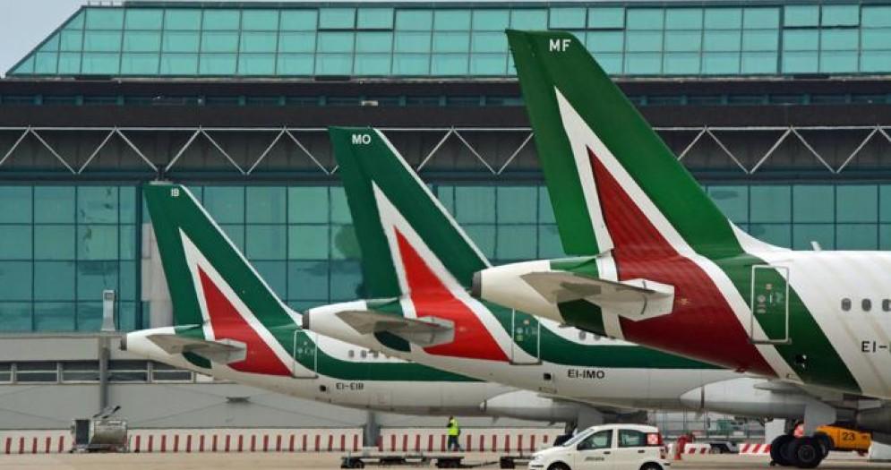Alitalia, da Lufthansa offerta da 500 milioni e maxi piano di licenziamenti