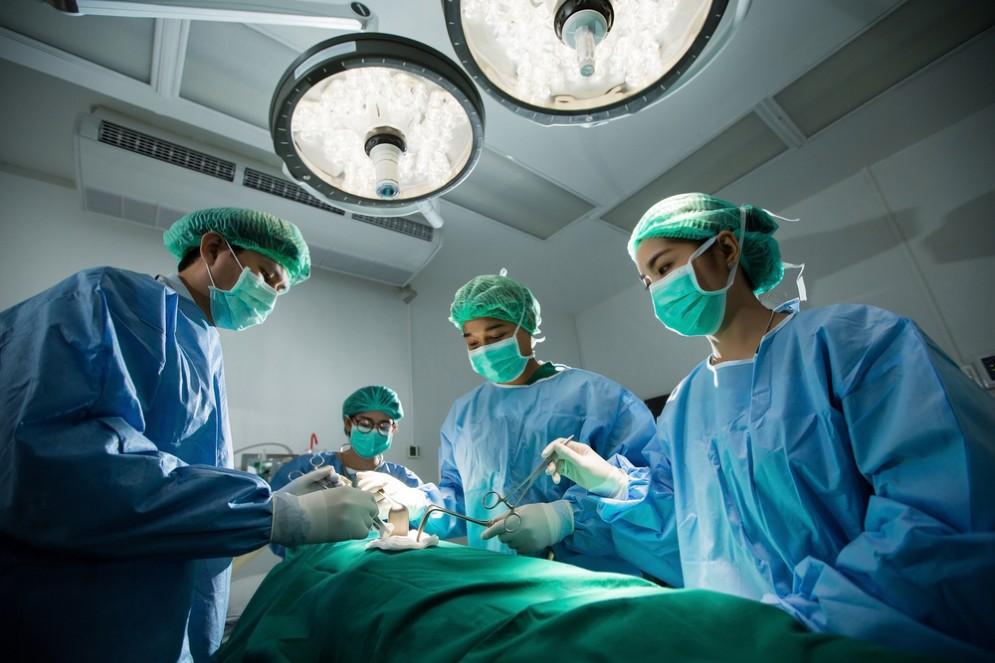 Asportato un tumore allo stomaco senza bisturi