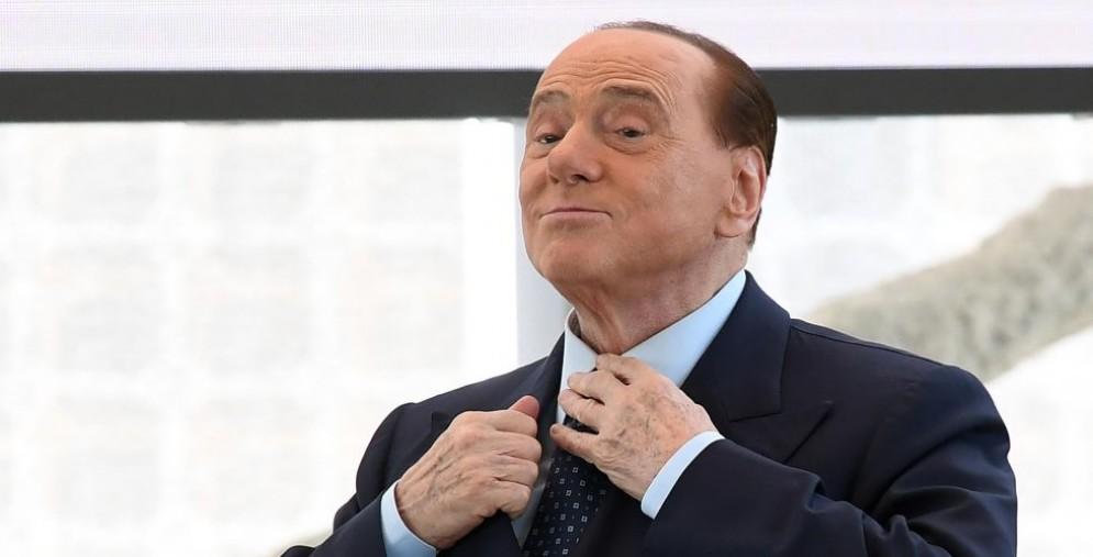 Silvio Berlusconi rinnega le larghe intese e lancia un avvertimento a Matteo Salvini.