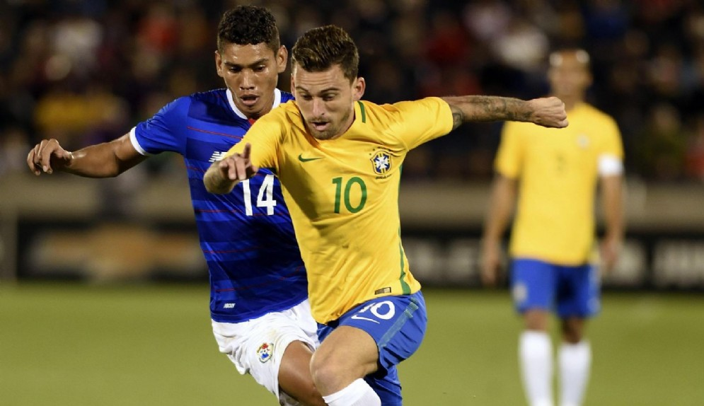 Il centrocampista brasiliano Lucas Lima