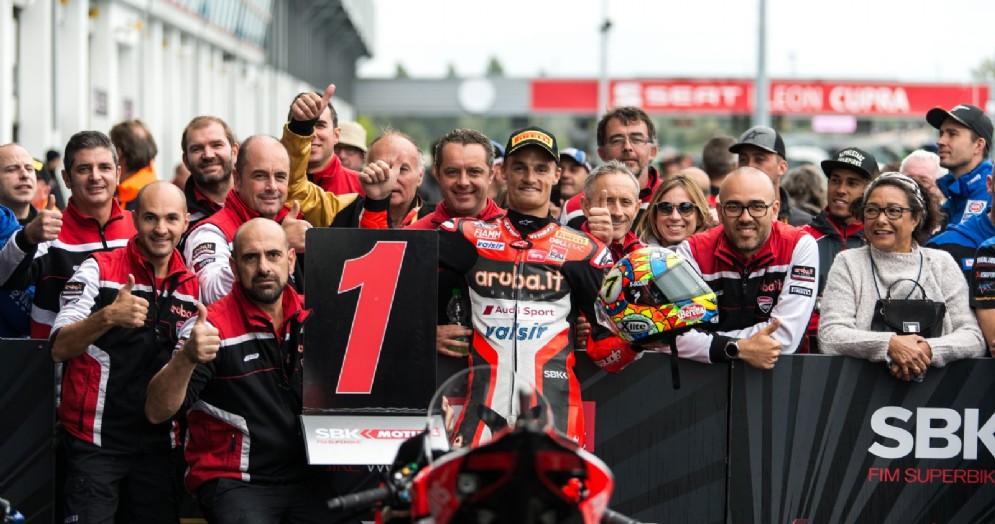 Chaz Davies festeggia la recente vittoria a Magny Cours con la Ducati