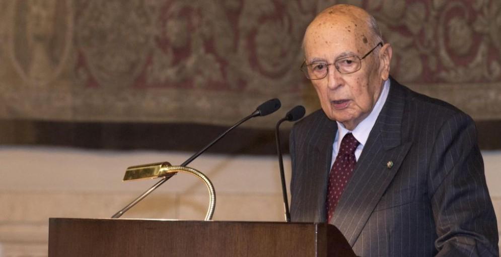 L'ex presidente della Repubblica, Giorgio Napolitano, è stato denunciato da mille cittadini italiani.