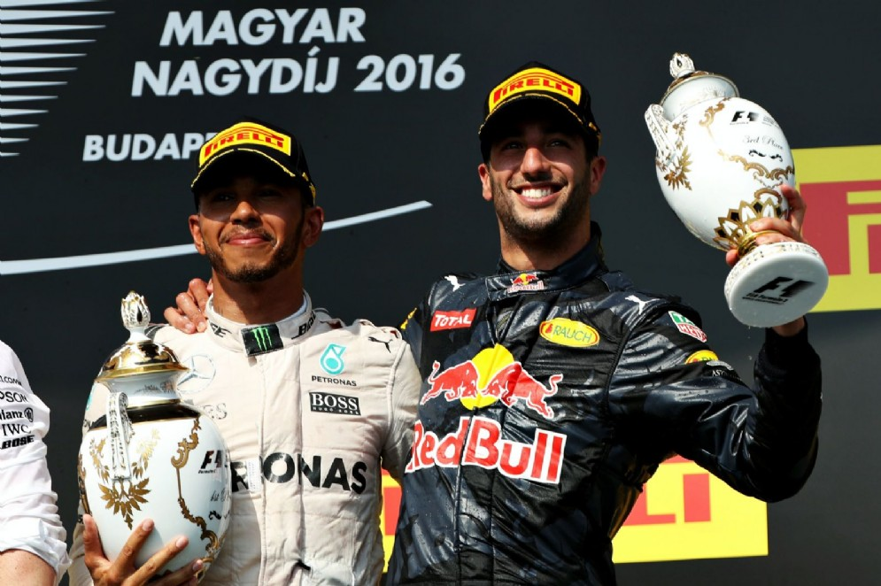 Daniel Ricciardo con il suo possibile futuro compagno di squadra in Mercedes, Lewis Hamilton