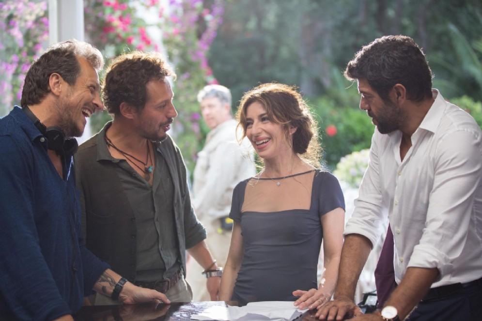 Gabriele Muccino sul set con Sabrina Impacciatore, Stefano Accorsi e Pierfrancesco Favino