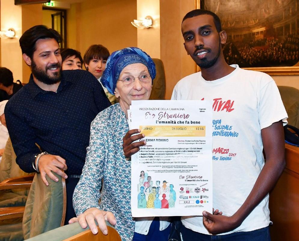 Emma Bonino durante la presentazione della campagna 'Ero straniero - L'umanità che fa bene' presso la sala del Consiglio regionale del Piemonte