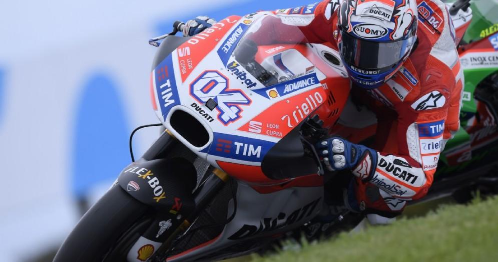 Andrea Dovizioso in azione sulla sua Ducati a Phillip Island