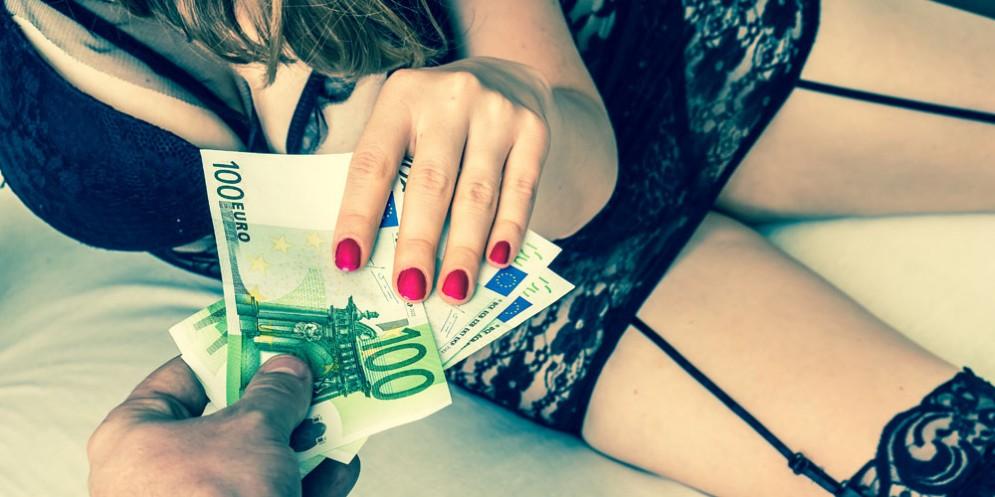20enne tossicodipendente costretta a prostituirsi. Fermati i tre aguzzini: sono poco più grandi di lei