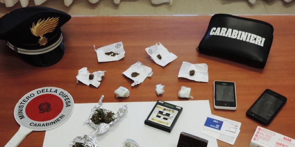 Sequestro di droga da parte dei carabinieri (foto di repertorio)