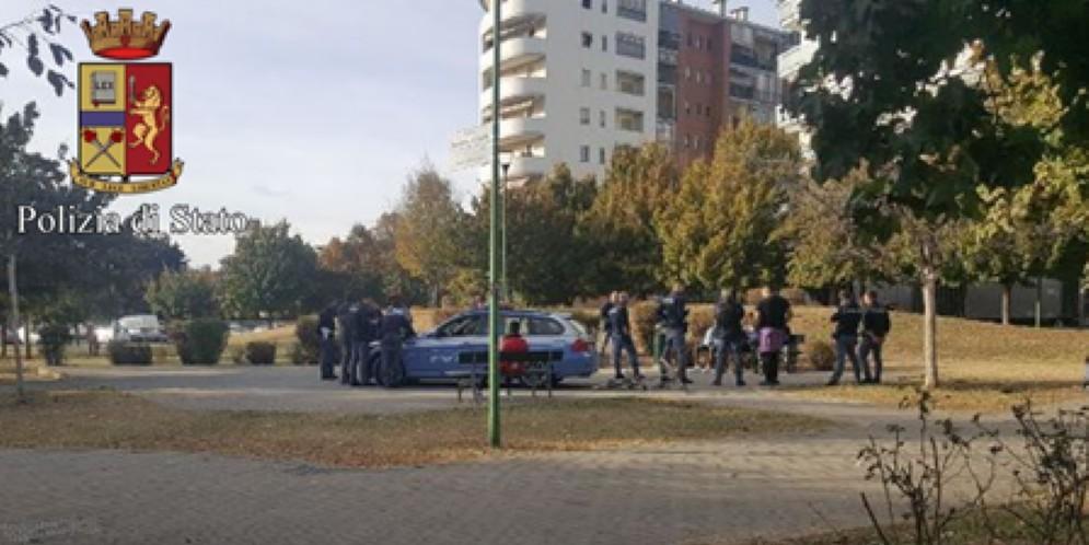 Un uomo di 60 anni di origine rumena è stato dato alle fiamme nel giardino Madre Teresa di Calcutta a Torino