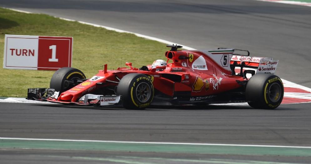 Sebastian Vettel al volante della sua Ferrari durante il GP della Malesia