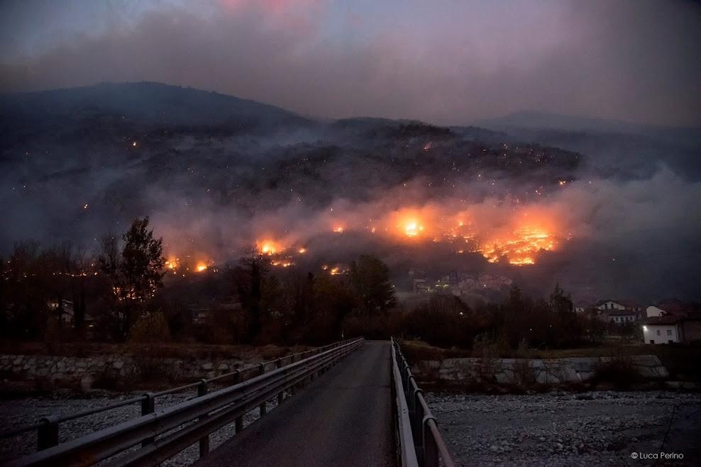 Le devastanti immagini dell'incendio in Valsusa