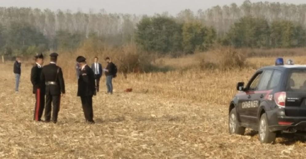 I carabinieri sul luogo del ritrovamento dei cadaveri
