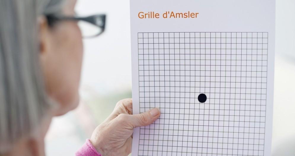 Macuolopatia, la griglia di Amsler