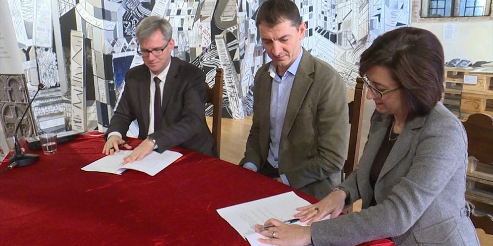 Firma dell'intesa per la gestione interregionale del ciclo integrato dell'acqua, rilasciate a Sesto al Reghena il 30 ottobre 2017