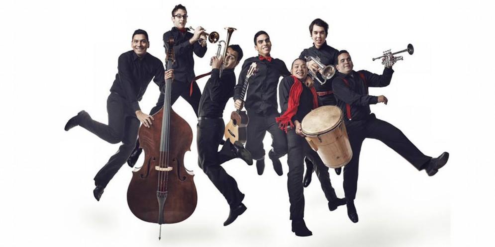 Ensemble 7/4 in tour europeo arriva in regione portando la musica latinoamericana e il grande insegnamento di Abreu 