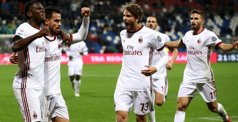 La gioia dei rossoneri dopo il gol di Suso