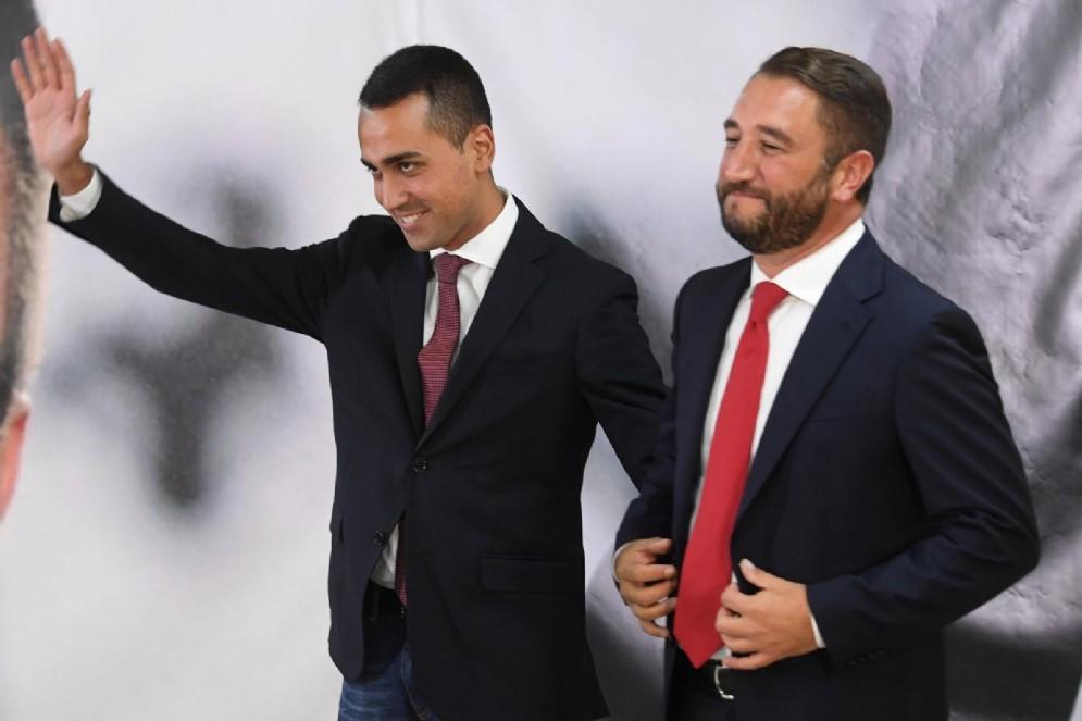 Il candidato alla presidenza della Regione Sicilia Giancarlo Cancelleri con il candidato premier del M5s e vicepresidente della Camera, Luigi Di Maio nella sede del comitato elettorale